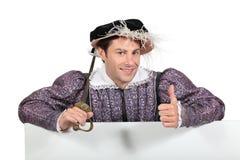 Mann im Tudor Kostüm lizenzfreie stockfotos