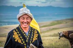 Mann im Volkskostüm in Kirgisistan Lizenzfreie Stockfotos