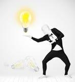 Mann im vollen Körper mit glühender Glühlampe Stockbild