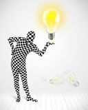 Mann im vollen Körper mit glühender Glühlampe Stockfotos