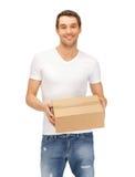 Mann im weißen Hemd mit parsel Stockfotografie