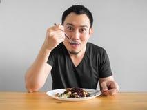Mann isst gesundes Lebensmittel Stockfotografie