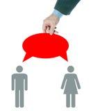 Mann ist ein Vermittler in den Gesprächen zwischen Mann und Frau Stockbild