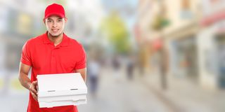 Mann-Jungenauftrag der Pizzalieferung liefern der lateinische, der Job liefert, Kopienraum copyspace Fahne des Kastens jungen Sta lizenzfreies stockfoto