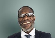 Mann-lächelndes Glück-sorgloses emotionales Ausdruck-Konzept stockbild