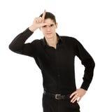 Mann L für Verliererzeichen stockfoto