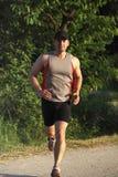 Mann laufen in Park Lizenzfreie Stockfotos
