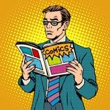 Mann liest Comic-Buch stock abbildung