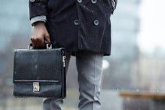 Mann mit Aktenkoffer lizenzfreies stockfoto