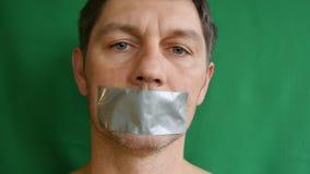 Mann mit auf Band aufgenommenem Mund stock video footage