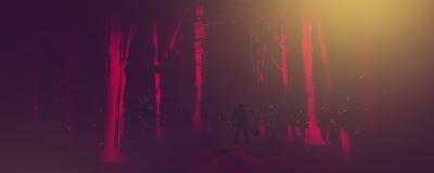 Mann mit Axt in einem Wald nachts in einer klassischen Horrorszene Stockbilder
