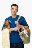 Mann mit Babyversorgungen stockbild
