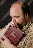 Mann mit Bibel Stockfoto