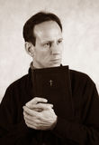 Mann mit Bibel stockfotos