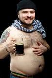 Mann mit Bier Lizenzfreie Stockfotos