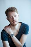 Mann mit blauen Augen Stockbild