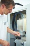 Mann mit CAD-Nocken lizenzfreies stockbild
