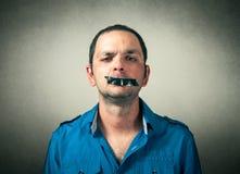 Mann mit dem aufgenommenen Mund Stockbild