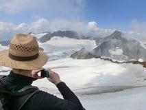 Mann mit dem Hut, der ein Foto macht Stockfoto