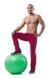 Mann mit dem Schweizer Ball, der Übungen tut Lizenzfreies Stockfoto