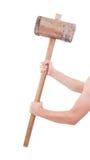 Mann mit dem sehr alten hölzernen Hammer lokalisiert Stockfotos