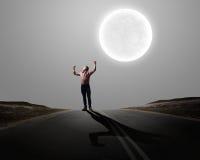 Mann mit den Händen oben Lizenzfreie Stockfotos