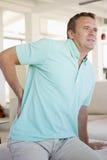 Mann mit den rückseitigen Schmerz Stockfotografie