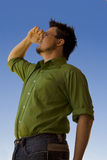 Mann mit der Hand auf Stirn Lizenzfreies Stockfoto