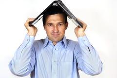 Mann mit der Laptop-Computer Lizenzfreies Stockbild