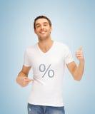 Mann mit der Prozentikone, die sich Daumen zeigt Lizenzfreie Stockbilder