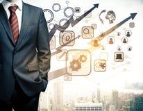Mann mit digitalen Geschäftsdiagrammen Lizenzfreie Stockfotografie