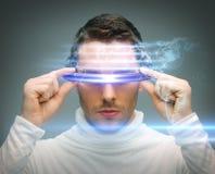 Mann mit digitalen Gläsern Lizenzfreies Stockbild