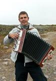 Mann mit einem Akkordeon lizenzfreies stockbild