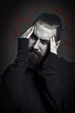 Mann mit einem Bart leidet unter Drogensucht Stockbild