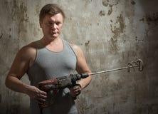 Mann mit einem Hammer lizenzfreie stockbilder