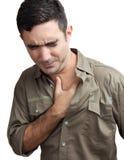 Mann mit einem Schmerz in der Brust getrennt auf Weiß Stockfotografie