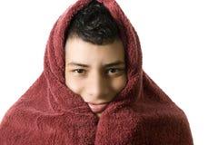 Mann mit einem Tuch über seinem Kopf Lizenzfreie Stockfotos