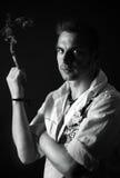 Mann mit einer Zigarre Stockfoto