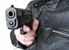 Mann mit Faustfeuerwaffepistolengummiangriffsgewalttätigkeit Stockbilder