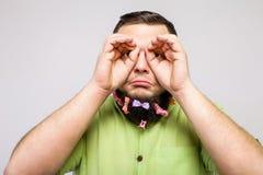 Mann mit Ferngläsern Lizenzfreies Stockfoto