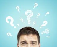Mann mit Fragezeichen Lizenzfreie Stockfotos