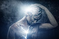Mann mit geistiger Körperkunst stockfoto