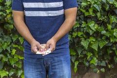Mann mit Geld Lizenzfreie Stockbilder