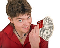 Mann mit Geld und Kreditkarte. Stockbild