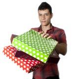 Mann mit Geschenken Stockfotografie