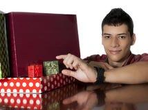 Mann mit Geschenken Stockfotos