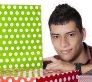 Mann mit Geschenken Stockbild
