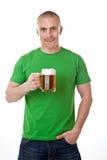 Mann mit Glas Bier Stockbild