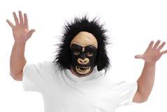 Mann mit Gorilla-Schablone Stockbilder