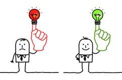 Mann mit grünem oder rotem Licht auf Finger Stockbild